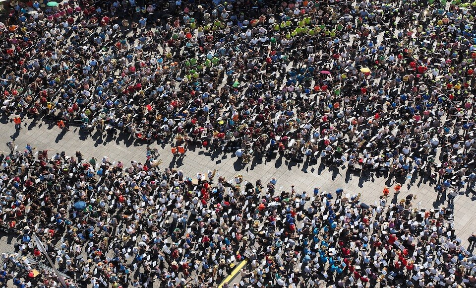 Crowd of people showing the chances of Sildenafil side effects
